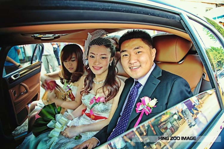 Chinese wedding scene -Zhang yi and her husband photo