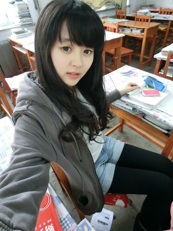 Beautiful Chinese female high school students