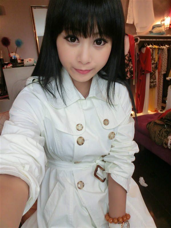 Chinese very pure girl's photos(62)Very creamy skin, very big eyes, very dark eyes.